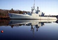 Reflexión del buque de guerra foto de archivo libre de regalías