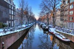 Reflexión del canal de Amsterdam fotos de archivo