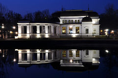 Reflexión del casino en agua del lago Imágenes de archivo libres de regalías