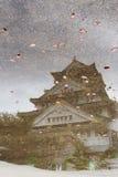Reflexión del castillo japonés Fotos de archivo