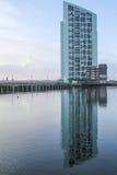 Reflexión del complejo de apartamentos Foto de archivo