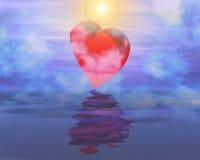 Reflexión del corazón en el cielo brumoso de la puesta del sol Fotos de archivo