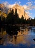 Reflexión del EL Capitan en el parque nacional de Yosemite Fotografía de archivo libre de regalías