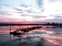 Reflexión del fondo y del agua del cielo   imagen de archivo libre de regalías