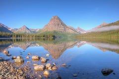 Reflexión del lago dos medicine Foto de archivo libre de regalías