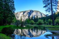 Reflexión del lago mirror de Yosemite Imagenes de archivo