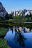 Reflexión del lago mirror de Yosemite Imágenes de archivo libres de regalías