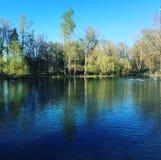 Reflexión del lago y del fondo Imagen de archivo libre de regalías