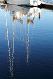 Reflexión del mástil del yate Imagen de archivo libre de regalías