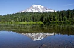 Reflexión del montaje más lluviosa Imagen de archivo