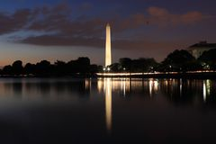 Reflexión del monumento de Washington en el lavabo de marea Fotos de archivo libres de regalías