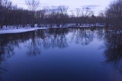 Reflexión del paisaje en el puente del norte Fotografía de archivo libre de regalías