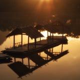 Reflexión del proyecto de madera por la mañana Fotos de archivo
