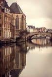 Reflexión del puente del ` s de San Miguel en el señor, Bélgica Imagen de archivo