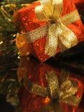 Reflexión del regalo de Navidad Fotografía de archivo