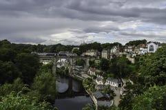 Reflexión del tren en el puente Imagen de archivo