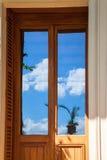 Reflexión del vidrio de la puerta Fotos de archivo