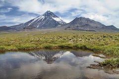 Reflexión del volcán fotografía de archivo libre de regalías