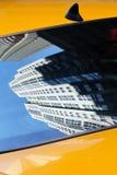 Reflexión en casilla de taxi de NY Imagen de archivo libre de regalías