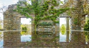 Reflexión en el agua imagen de archivo libre de regalías