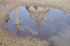Reflexión en el agua de Le Domus Romane di Palazzo Valentini Fotos de archivo libres de regalías