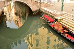 Reflexión en el chanel de Venecia Foto de archivo libre de regalías