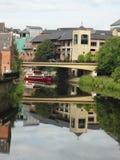 Reflexión en el desgaste del río (Durham, Reino Unido) Fotos de archivo
