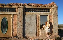 Reflexión en el edificio abandonado Foto de archivo