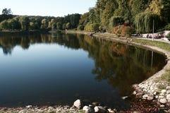 Reflexión en el lago imagenes de archivo