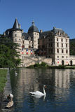 Reflexión en el lago de Chateau de Vizille Imagen de archivo