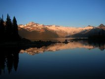 Reflexión en el lago Garibaldi, Canadá Imagen de archivo