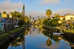 Reflexión en los canales en la playa de Venecia Fotografía de archivo libre de regalías