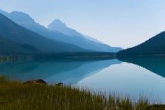 Reflexión en montañas Fotos de archivo libres de regalías
