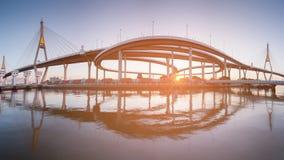 Reflexión gemela de puente colgante del panorama Imagenes de archivo
