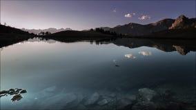 Reflexión increíble en el lago almacen de metraje de vídeo
