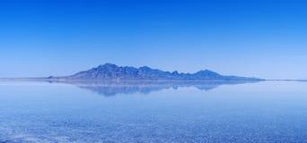 Reflexión inundada de los planos de la sal Fotos de archivo libres de regalías