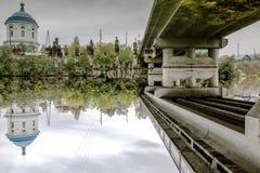 Reflexión invertida Calma antes de fuertes lluvias Imagen de archivo