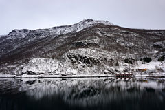 Reflexión nevosa pacífica de la montaña Foto de archivo libre de regalías