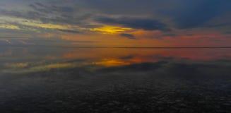 Reflexión panorámica de la salida del sol Imágenes de archivo libres de regalías