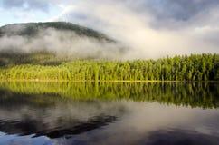 Reflexión Sayan del oeste del lago Pozarym Imagen de archivo libre de regalías
