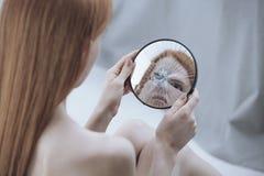 Reflexión torcida de una mujer Fotografía de archivo