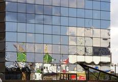 Reflexión torcida del edificio de estilizado para el arco ruso fotografía de archivo