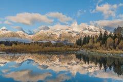 Reflexión de la salida del sol de la caída en el Tetons Fotografía de archivo libre de regalías