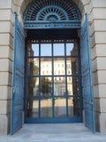 Reflexión en ventana del palacio Imagenes de archivo