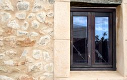 Reflexión mediterránea de la ventana Imágenes de archivo libres de regalías