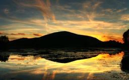 Reflexión mágica de la puesta del sol Foto de archivo libre de regalías