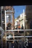Reflexiojns su una finestra del negozio Immagine Stock Libera da Diritti