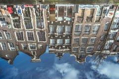 Reflexion in Amsterdam-Kanal Stockbild
