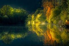 Reflexion auf dem Fluss stockfotografie