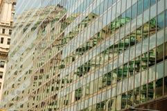 Reflexion auf der Glaswand lizenzfreie stockfotografie